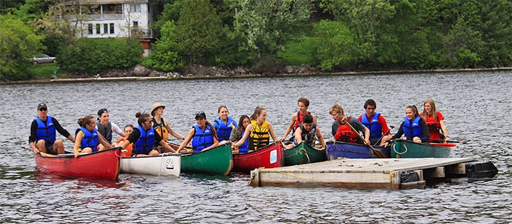 Youth participating in a paddle safety session in Wakefield, QC | Image Source: Scott Duncan