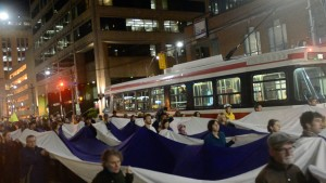 Protesters holding a Two Row Wampum flag | Image source: tworowtimes.com
